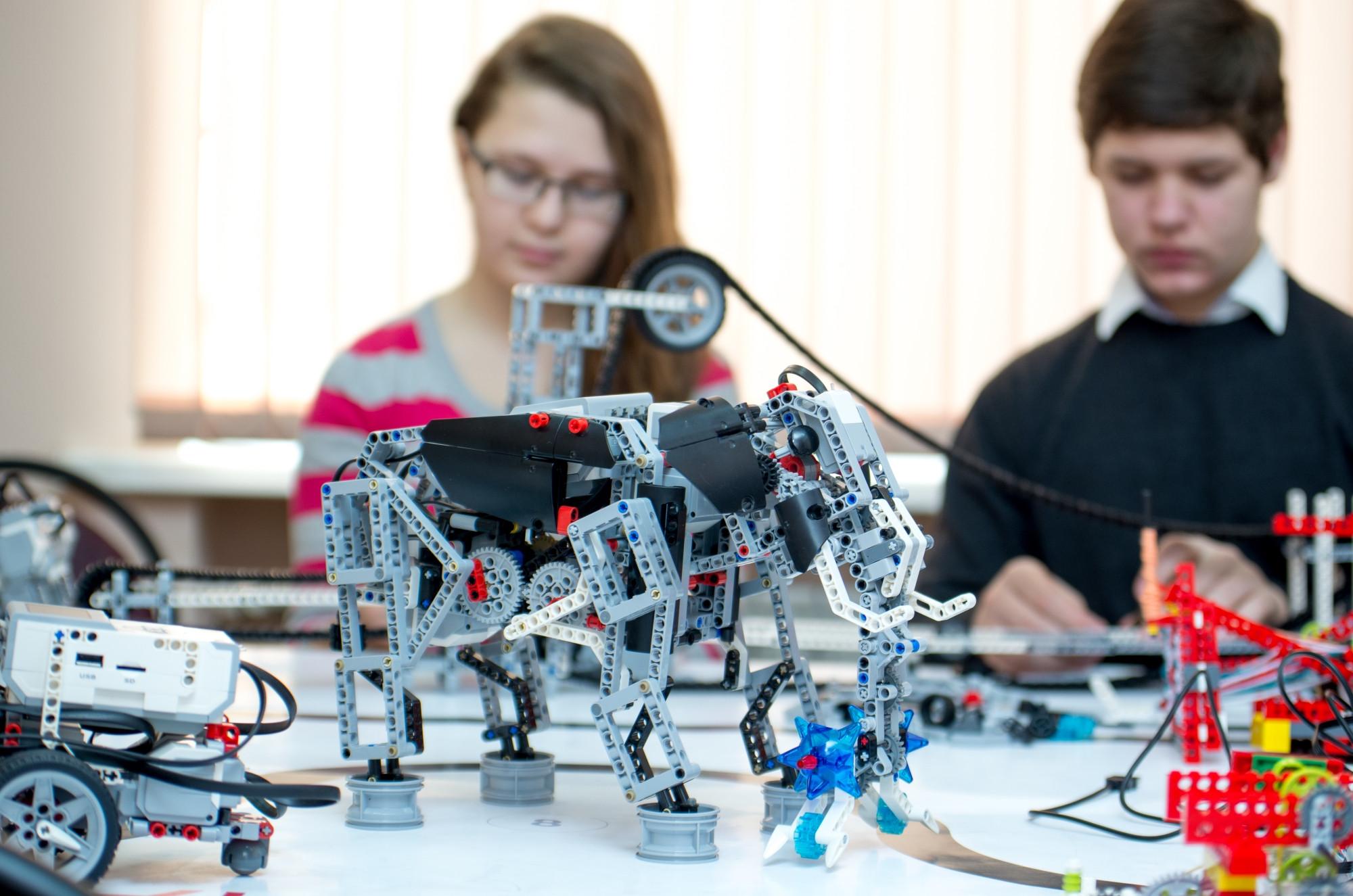 В Волгоградской области открылись ежегодные соревнования по робототехнике