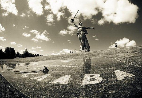 Ровно 50 лет назад был открыт мемориальный комплекс «Героям Сталинградской битвы» на Мамаевом кургане