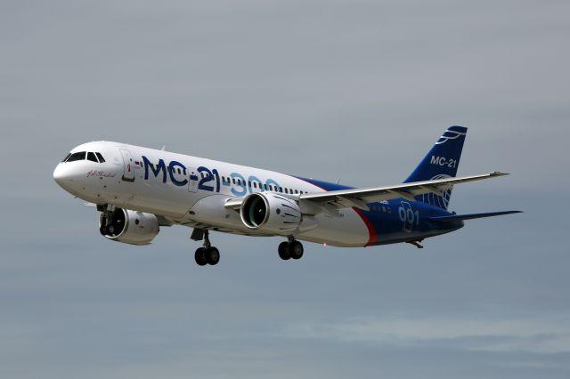 «Аэрофлоту» разрешили купить сотню самолетов Boeing и Airbus - однако через 10 лет половину парка будут составлять российские  самолеты